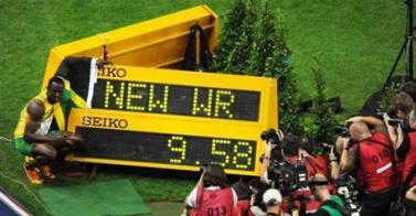 Photo de Nouveau record du monde pour Usain Bolt en 9s58