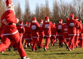 Les corridas, traditionnelles courses de père Noël